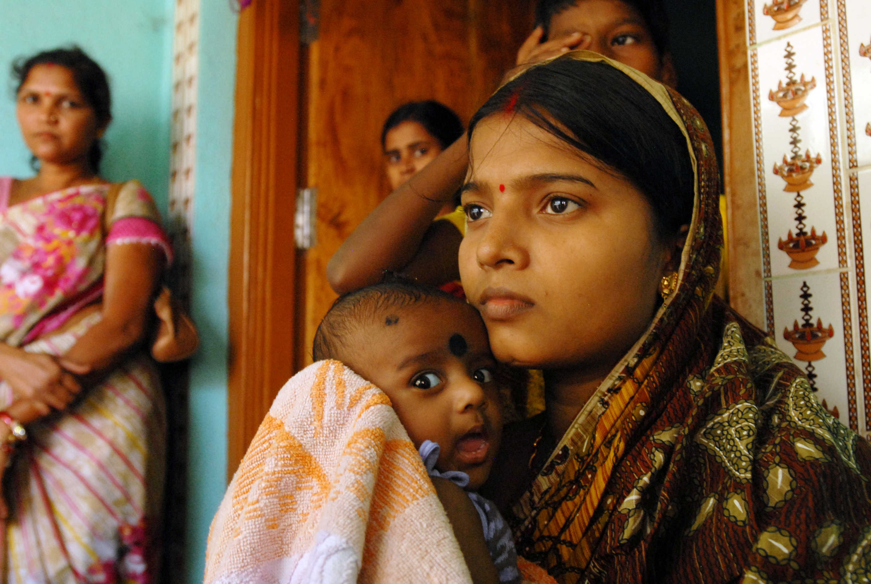 Changing_lives_Ante_and_post_natal_care_for_mums_and_babies_in_Orissa_6835364123