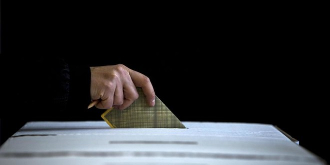 ELEZIONI: ITALIANI AL VOTO, AFFLUENZA IN LEGGERO CALO
